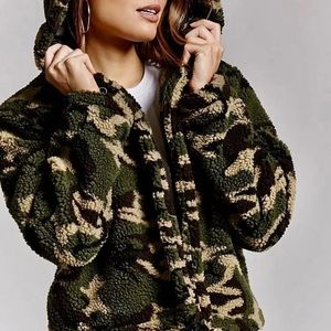 NWT Camo Crop Thick Jacket Sz Small